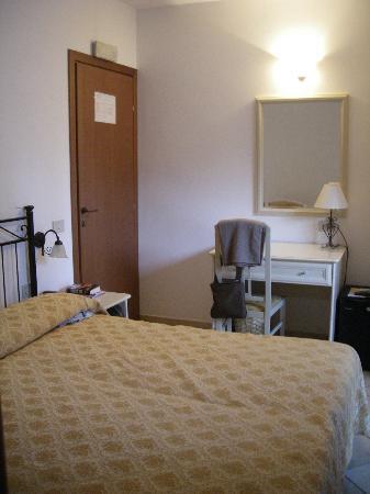 Hotel Sylesia: Zimmer zur Seitenstrasse