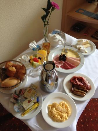 NH Oberhausen: Frühstück