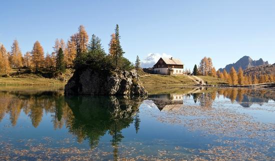 Rifugio Croda da Lago G. Palmieri: lago federa e rifugio Croda da Lago Palmieri