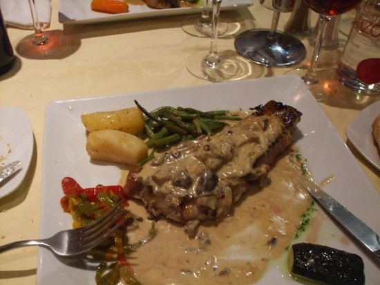 El Olivo : Sirloin Steak with wild mushroom sauce mmmmmm