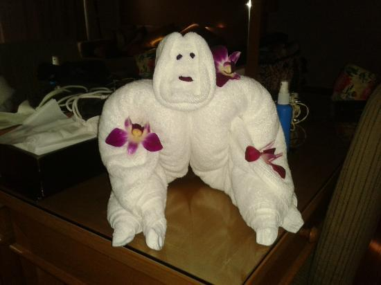 Cape Panwa Hotel : Cute towel monkey made by lovely housemaid after hearing about how much I loved monkies.