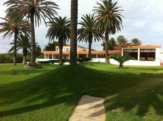 Hotel Porto Santo & SPA : Hôtel bien intégré dans son site