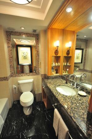 Sheraton Xi'an Hotel: Nice clean bathroom