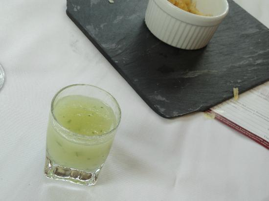 Restaurant Can Jepet: Xupito de melón a la menta como aperitivo