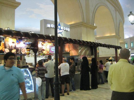 Villaggio: queueing for food
