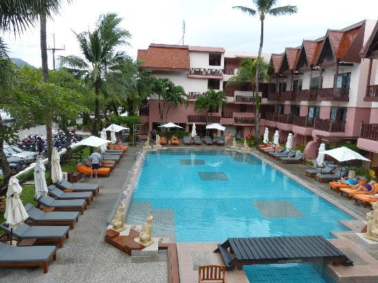 Seaview Patong Hotel: View of the rectangular pool from bar area
