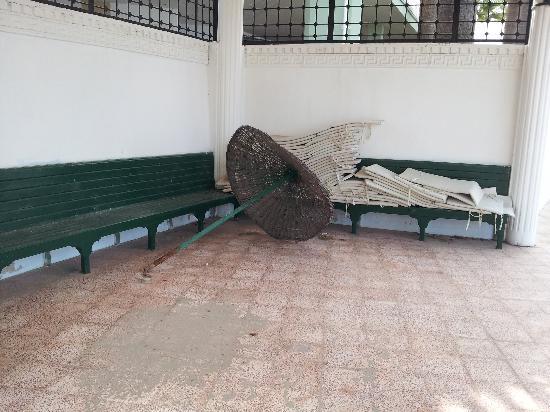 Club Tarhan Beach Hotel : rubbish
