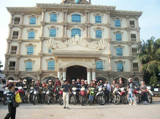 โรงแรมมาเจสติก อังกอร์: Motorcross Group Arrival