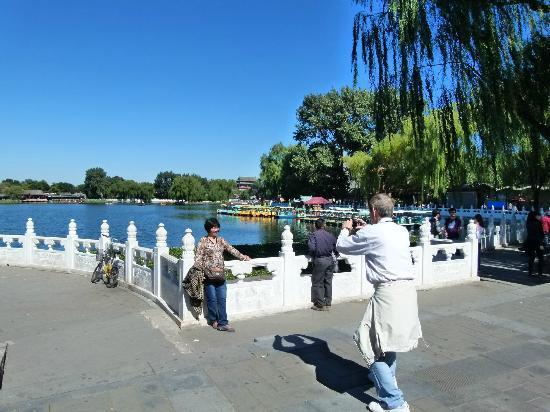 Back Lakes (Hou Hai): posing