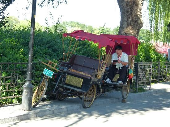 Back Lakes (Hou Hai): rikshaw break