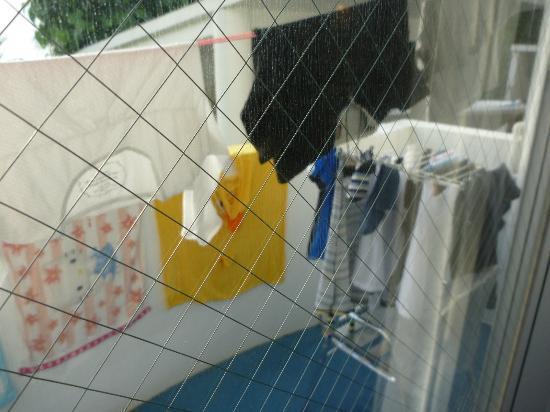 Marine Resort Marine Mate: ベランダに洗濯物を干す