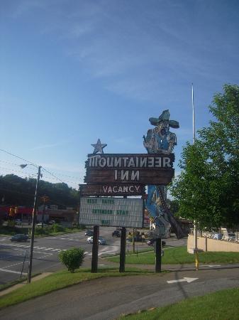 Mountaineer Inn: Hôtel pas mal situé