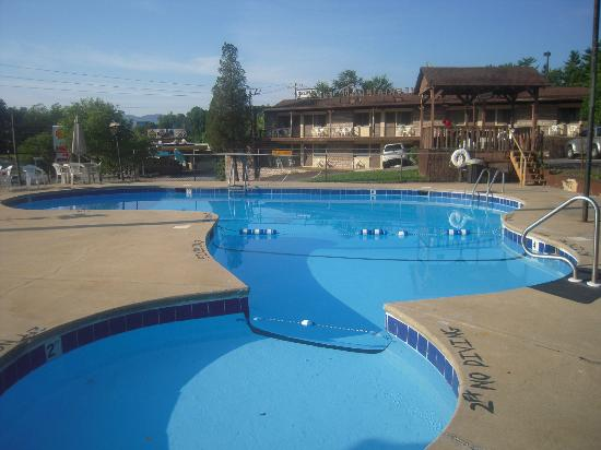 Mountaineer Inn: Très belle piscine
