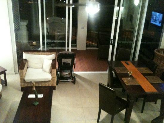 อพาร์ทเมนท์สบลูฮอริซั่นรีสอร์ท: down stairs