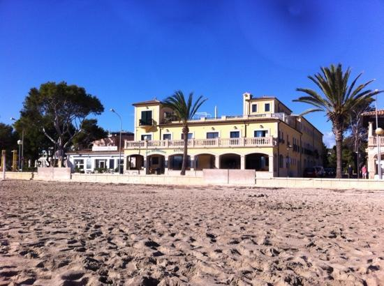 Aparthotel Galeon Suites: Hotel view from the beach