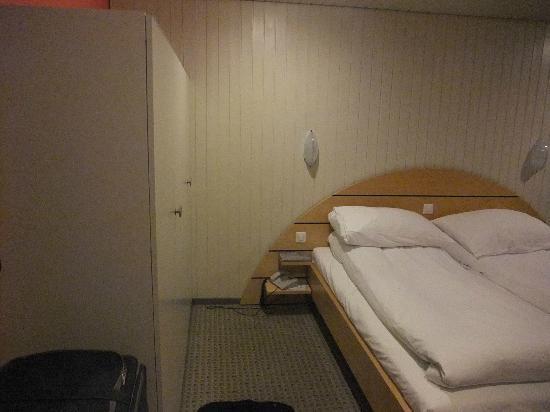 Belvedere Swiss Quality Hotel: Cupboard!