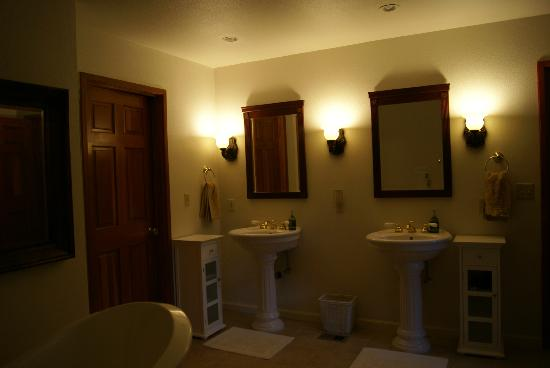 One Light B&B: Serenity bathroom