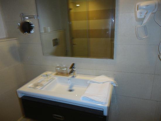 Divine Paradise Hotel: Bathroom