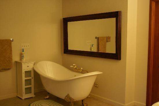 One Light B&B : Serenity bathroom