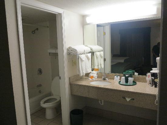 La Quinta Inn Cocoa Beach: Salle de bains