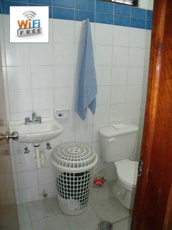 Mundo Maya Hostel: Baño