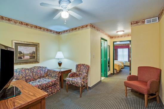 Country Inn & Suites By Carlson, Zion: CountryInn&Suites Zion Suite