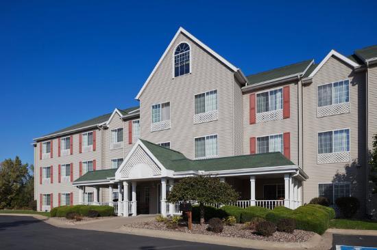 Country Inn & Suites By Carlson, Clinton: CountryInn&Suites Clinton ExteriorDay