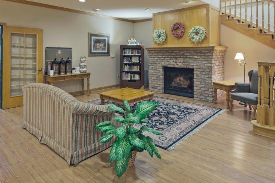 Country Inn & Suites By Carlson, Clinton: CountryInn&Suites Clinton Lobby