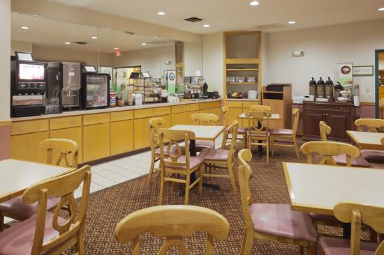 Country Inn & Suites By Carlson, Clinton: CountryInn&Suites Clinton BreakfastRoom