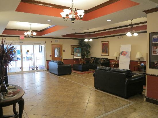 Holiday Inn Express Suites Ocala - Silver Springs: Hall