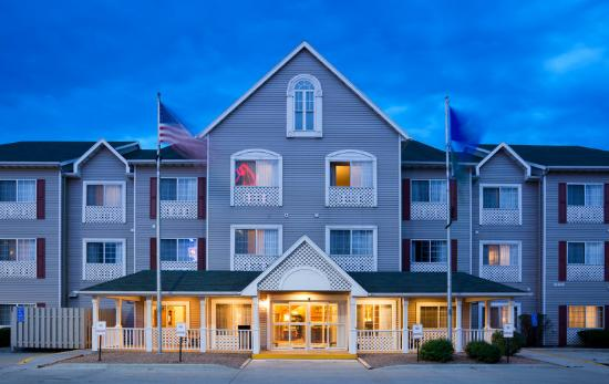 Country Inn & Suites By Carlson, Owatonna: CountryInn&Suites Owatonna ExteriorNight
