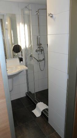 โรงแรมรอยัล ปาร์ค บูติค: Salle de bain