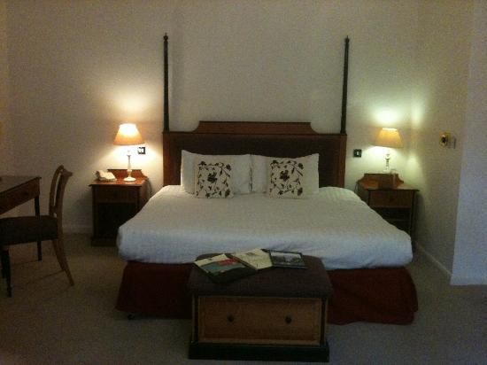 بروك مولنجتون باناستر هوتل آند سبا: Bedroom area 
