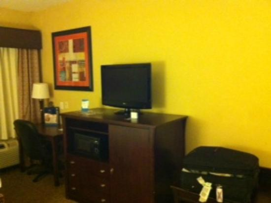 Baymont Inn & Suites Houston Intercontinental Airport: One view of the room
