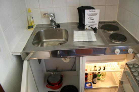 Acora und Wohnen Bonn: Fridge and Cutlery