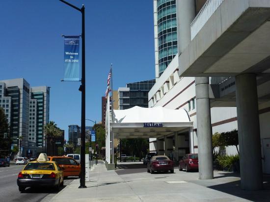 Hilton San Jose: エントランス