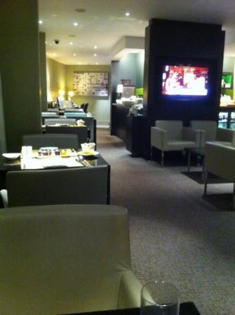 Hilton London Tower Bridge: Executive Club Lounge