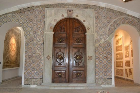 Musée National du Bardo : The grand doorway inside the museum.