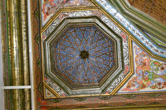 Musée National du Bardo : Decorated ceiling.