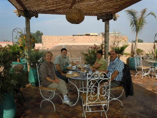 Riad Bahia Salam: Terraza donde puedes desayunar o cenar