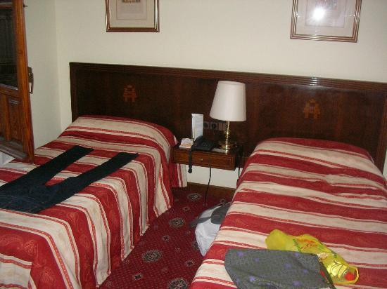 Hotel Triunfo Granada: Habitación doble.