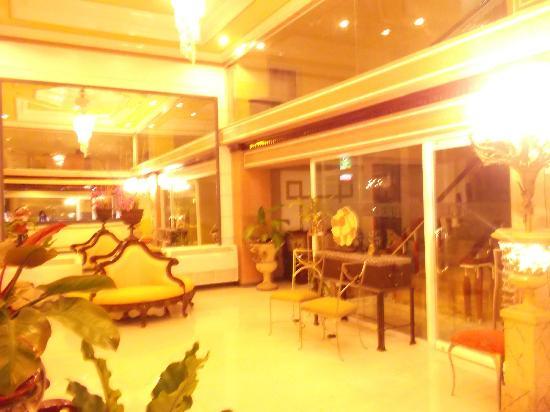 Hotel Uno: nice lobby...