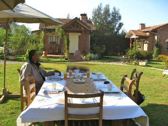 Couleur Cafe: petit déjeuner dans le jardin