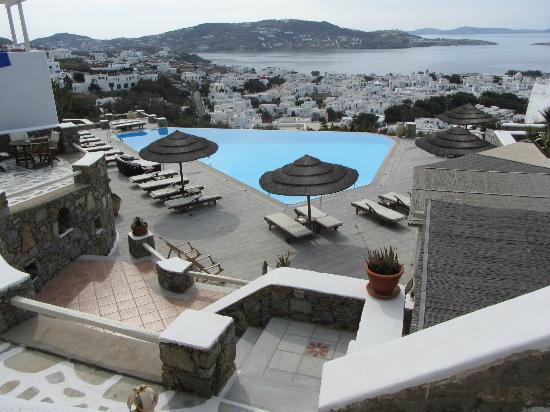 Vencia Hotel: The pool area