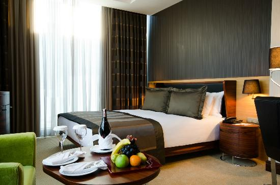 Rescate Hotel Asia: Deluxe King Room