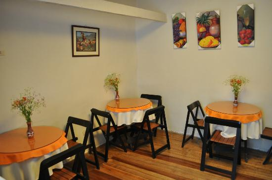 Hostal Tupana Wasi: Mesas do café da manhã
