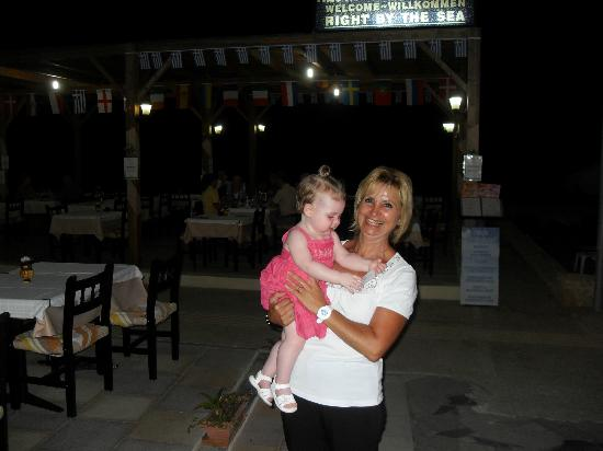 Restaurant Creta: Owner and our daughter