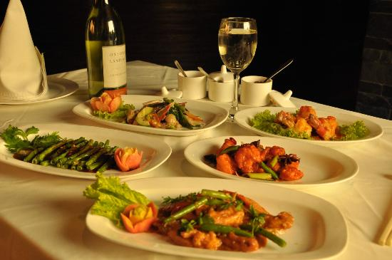 Dine Esty : Great seafood combination with imported white wines.