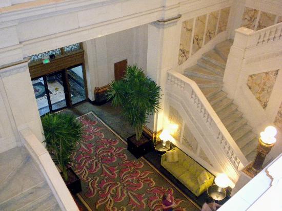 Kimpton Hotel Monaco Baltimore Inner Harbor: Marble staircases