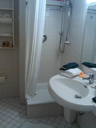 Xenios Apartments: No bathbub